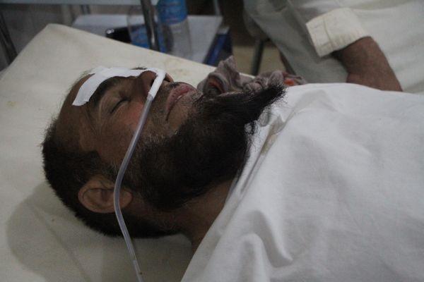 9月19日,空袭中受伤的平民在阿富汗楠格哈尔省的一所医院接受治疗。阿富汗警方19日说,北约驻阿联军18日在阿东部楠格哈尔省发动无人机空袭,造成18名平民死亡。新华社发(赛义夫拉赫曼·萨菲摄)
