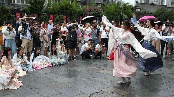 美媒关注:中国年轻人流行汉服热
