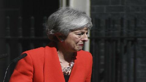 """英国首相卸任百态:撒切尔夫人""""背后中刀"""" 丘吉尔几乎破产"""