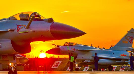 黄昏出击!空军歼-10战机部队备战夜训