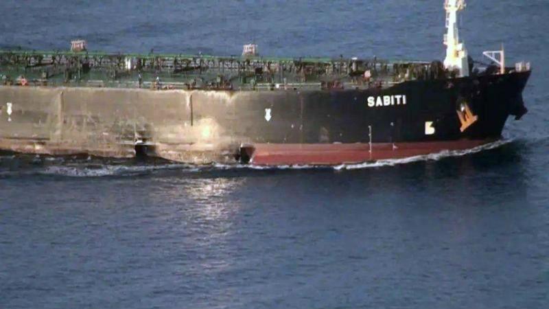 外媒:伊朗公布遭导弹袭击油轮照片 两个大洞清晰可见