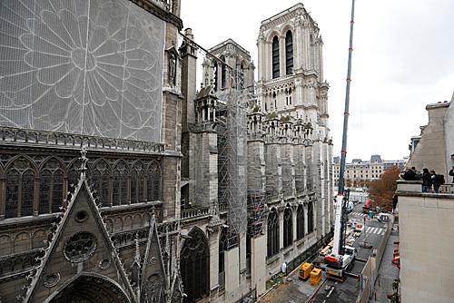 外媒:清理缓慢意见不一 巴黎圣母院修复工程仍未启动