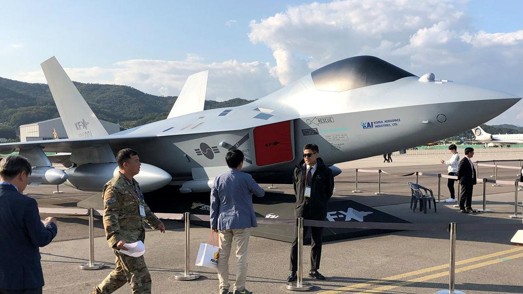 韩国展示国产下一代战机模型 号称机动性仅次于F-35