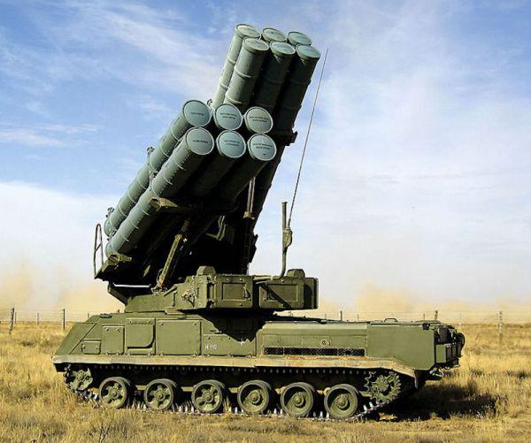 """俄中部军区装备""""山毛榉""""防空系统 可攻击空中及地面目标"""