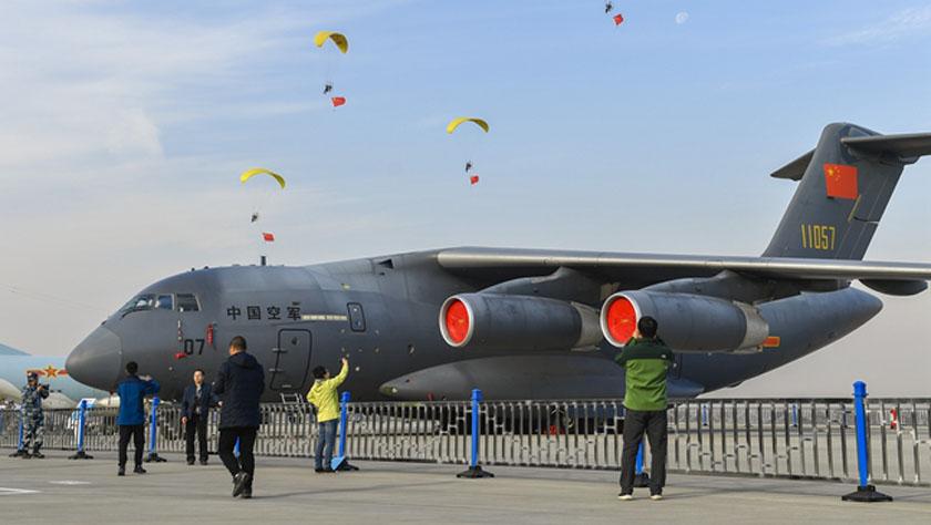 庆祝人民空军成立70周年航空开放活动迎来首个公众日