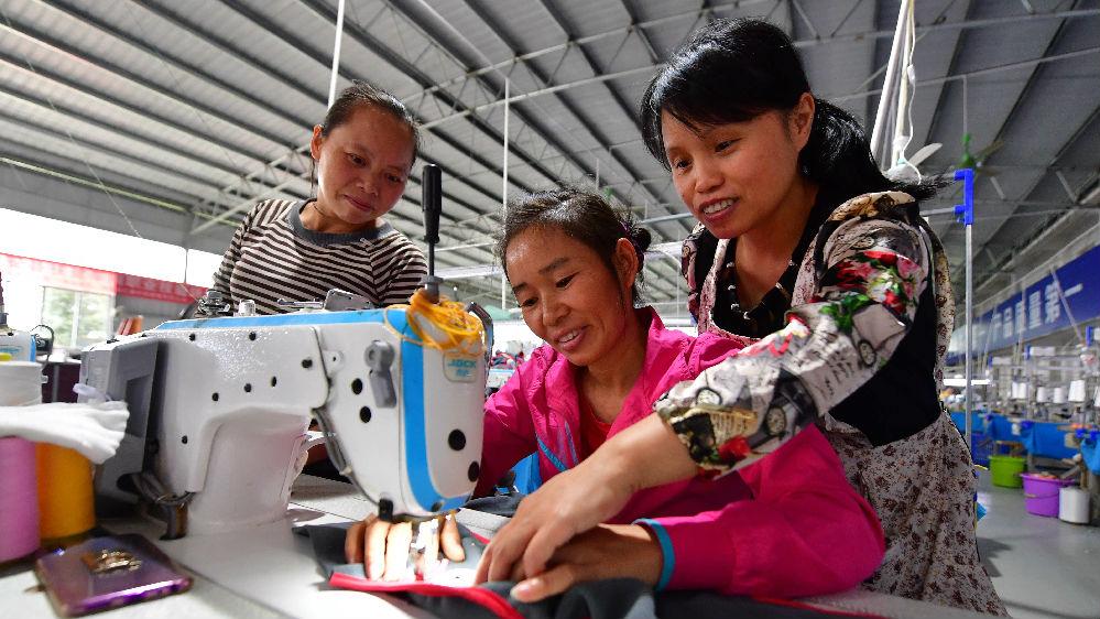 """印媒:中国减贫成绩""""令人惊叹"""""""
