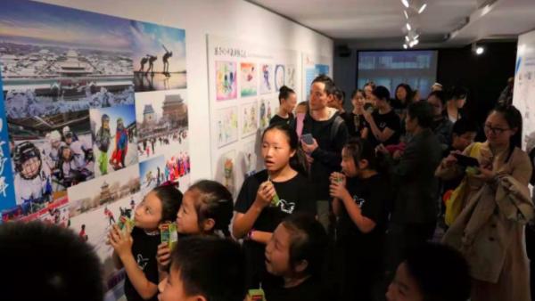 萨马兰奇三世祝贺2019《我和你永远是朋友 – 北京&巴塞罗那 两个奥运城市的对话》展览开幕