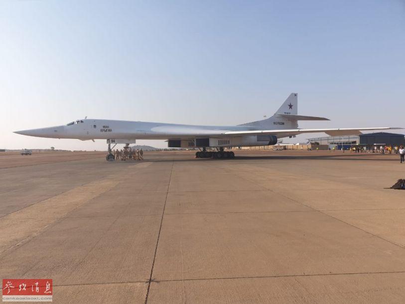 俄军图-160轰炸机首次在南非沃特卢夫空军基地着陆。