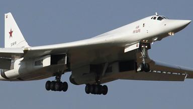 首现非洲!俄军图-160轰炸机飞抵南非