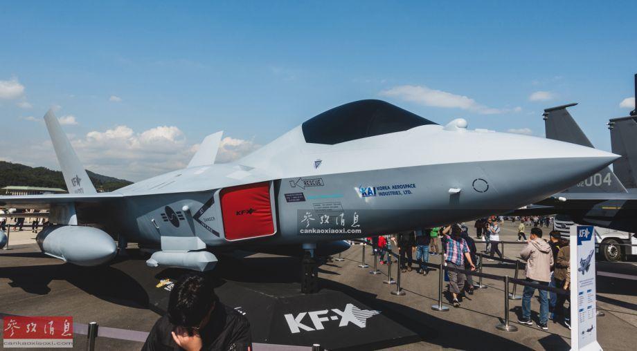 首次公开展示的韩国国产KF-X隐身战机全尺寸模型。