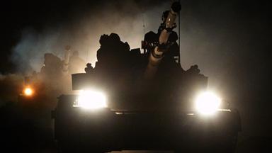 夜间推进!新疆军区装甲集群天山演练