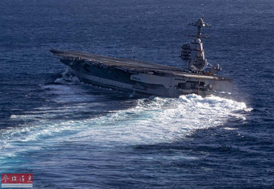 """10月29日,美海军""""福特""""号(CVN-78)核动力航母在最新一次海试中,首次进行了高速转向测试,10万吨级大型战舰在海面上""""高速漂移"""",场面颇为壮观。图为正在进行高速转向测试的""""福特""""号航母。2"""