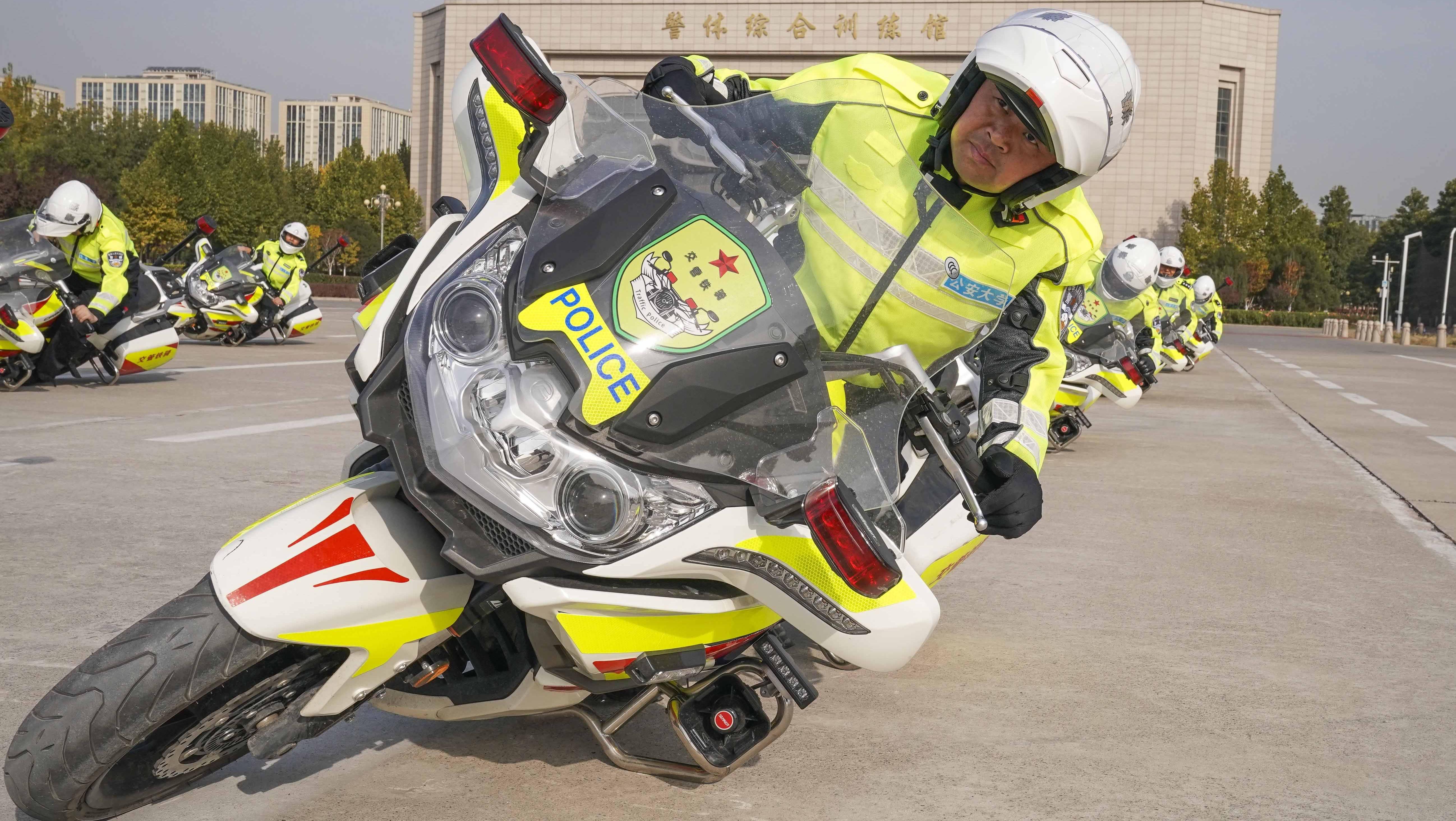 首都交警铁骑开展特驾培训