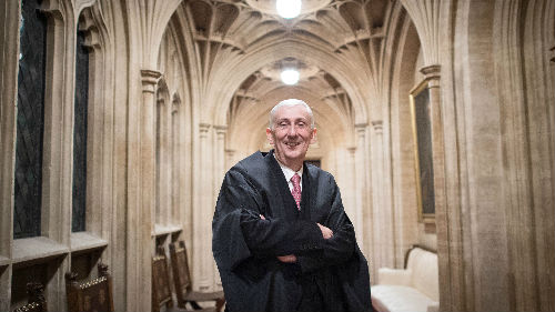 英国下议院选出新议长:现任副议长霍伊尔当选