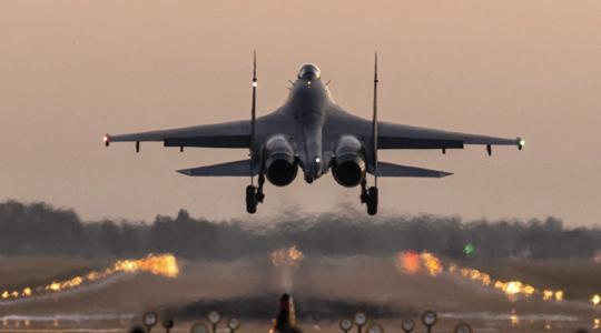 夜航归来!空军歼-11B战机训练新照曝光