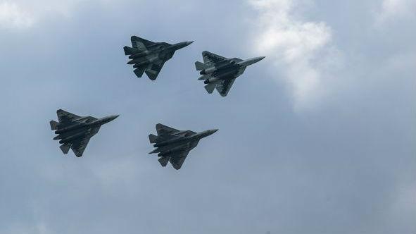 俄军将在年底前接收首批量产苏-57战机