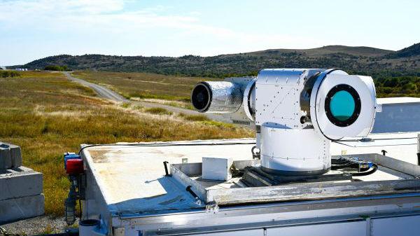 美新型激光武器试验中击落多架无人机