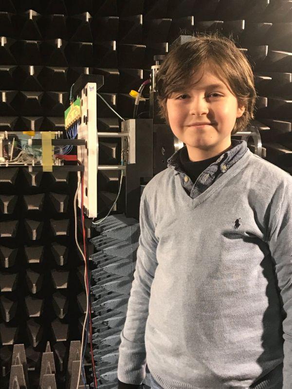 德媒:比利时9岁神童即将大学毕业 开发出微型芯片