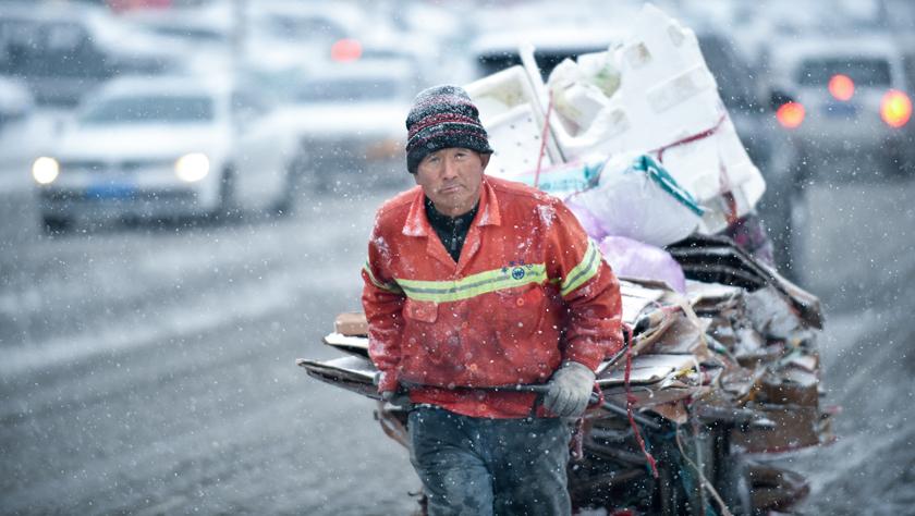 吉林長春:大雪襲城 環衛上陣