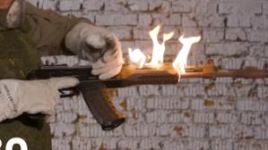 俄AK-12极端测试:连续倾泻680发子弹 起火仍能击发