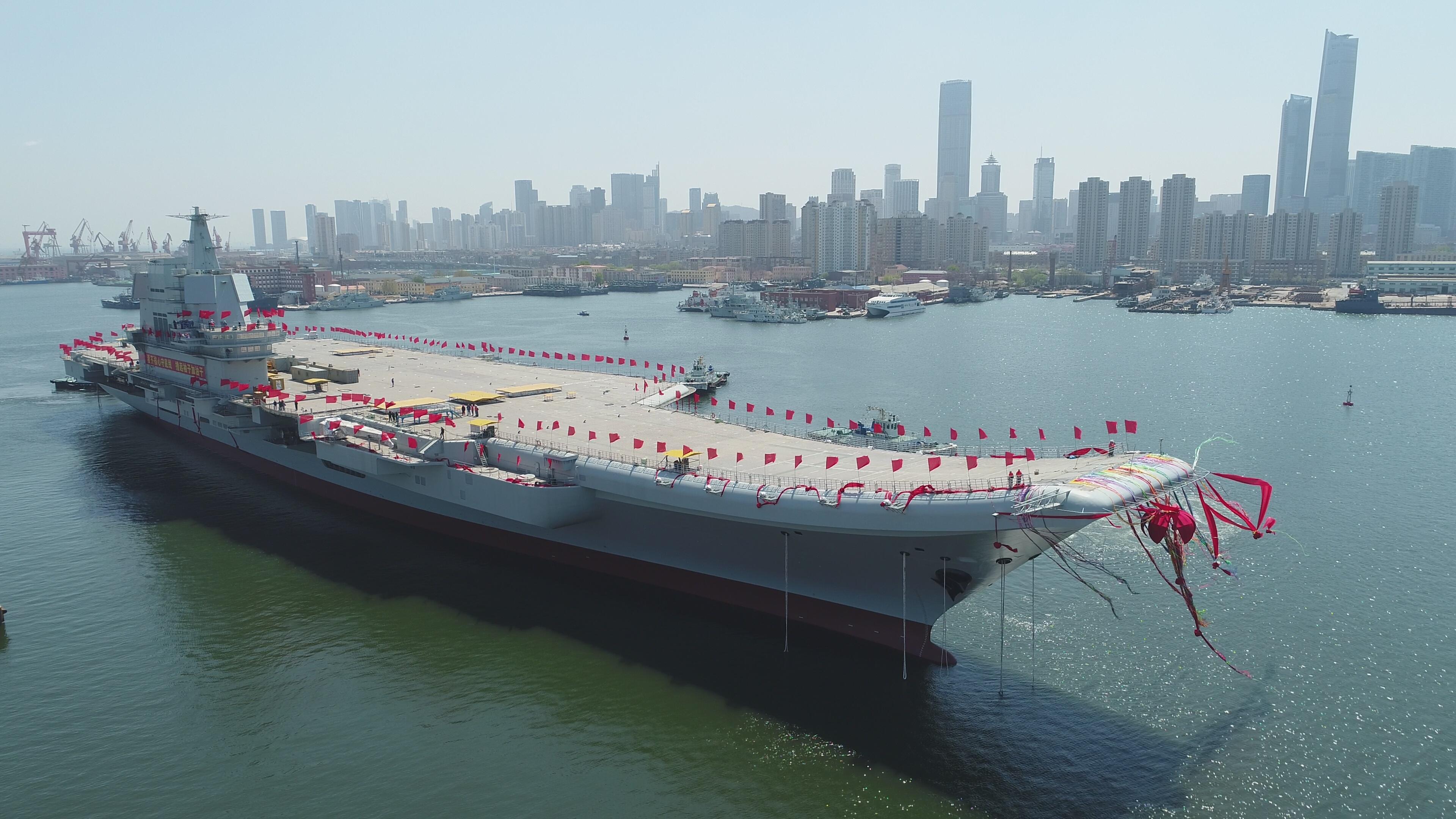 """中国国产航母首度驶过台湾海峡 开赴南海""""例行""""训练"""