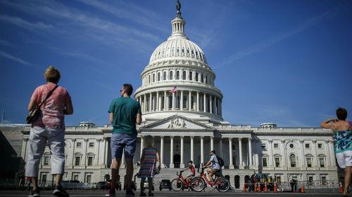 英媒:美国众议院通过短期拨款法案 避免政府本周关门