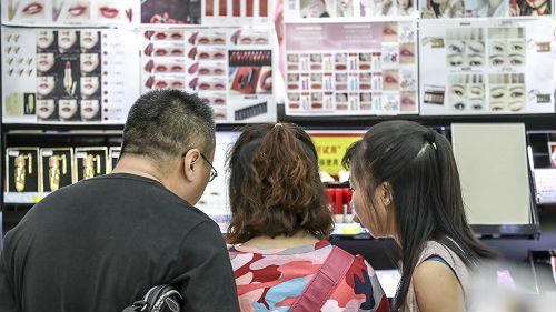 中国男性化妆品市场快速增长 日媒:化妆非女性专属