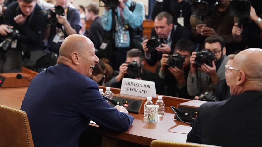 特朗普弹劾调查重要证人到国会作证引关注