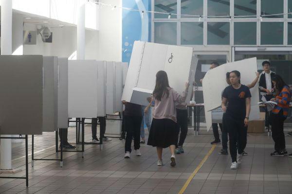 香港区议会选举今日投票引关注