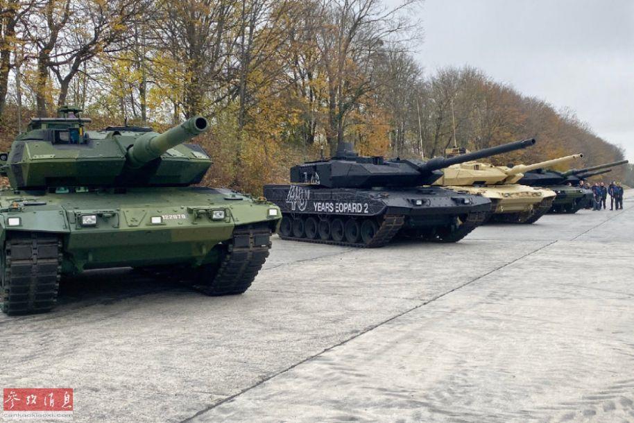 """近日,德国克劳斯-玛菲·威格曼(KMW)公司在德国慕尼黑举行活动纪念""""豹2""""系列主战坦克服役40周年(首批于1979年进入德国陆军服役)。作为现役几大主战坦克系列之一,豹2最新衍生型号已发展至A7型,总产量超过3600辆,已有18个国家的武装部队列装该型坦克,并投入过实战。图为豹2系列坦克服役40周年活动现场,不同型号及涂装的豹2系列坦克齐聚一堂。11"""