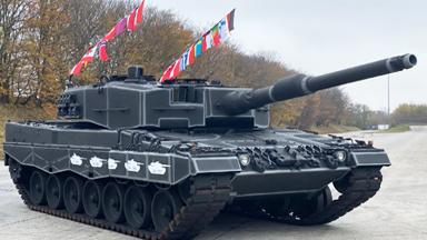 彩旗满插!德军豹2坦克庆祝服役40周年