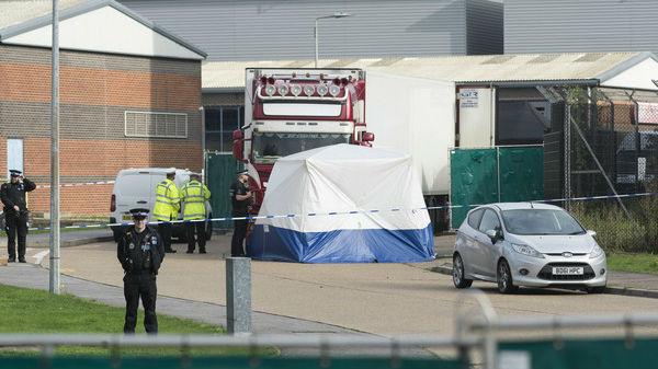 外媒:英国集装箱货车惨案司机认罪 承认协助偷渡