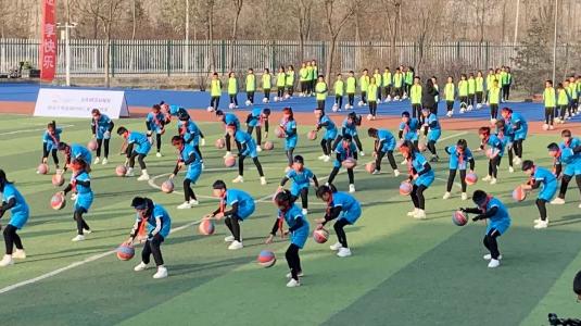"""大美青海""""足""""享快乐 萨马兰奇足球时间-三星足球教室走进西宁"""