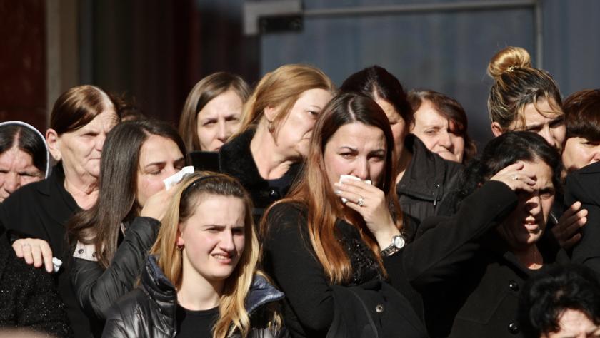 阿尔巴尼亚为地震遇难者举行葬礼