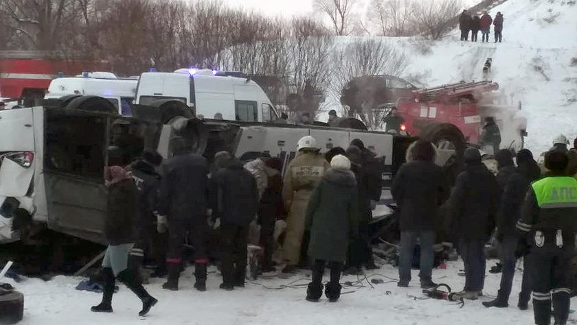 俄外贝加尔边疆区发生大巴坠桥事故致41人死伤