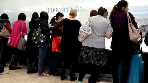 英媒:暴力乱象重创香港奢侈品市场