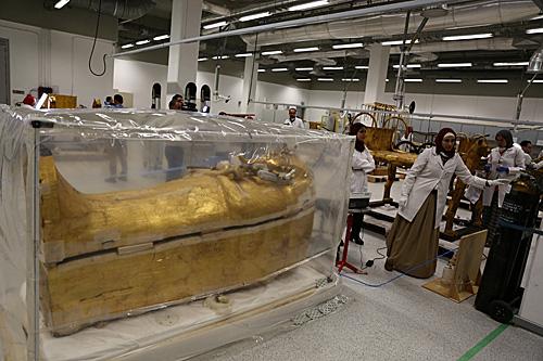 """古埃及法老图坦卡蒙死于暗杀?历史学家发现墓葬有""""猫腻"""""""