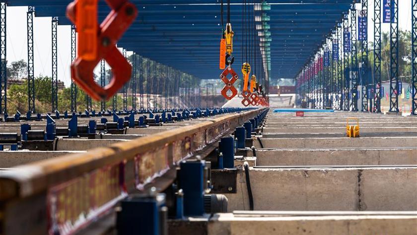 中老鐵路焊軌基地正式投入生產