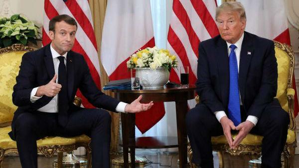 外媒:特朗普北约峰会批马克龙 两人记者会发生口角