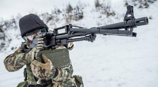 平地练水上打靶?看俄军机枪手如何训练