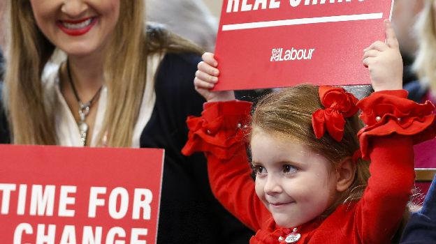 英首相预测脱欧后将出现婴儿潮:浪漫之花将开遍全国