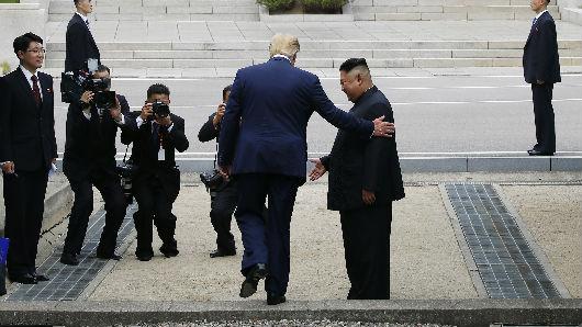 """特朗普警告朝鲜可能""""失去一切"""" 朝方回应:口吐妄言"""