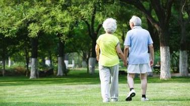 研究显示:老年人为防中风应避免久睡