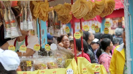 """香港发起新一轮海外公关攻势:""""我们的经济将强劲反弹"""""""