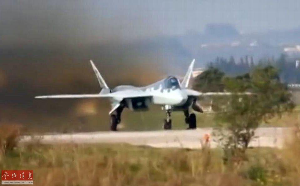 图为近日公开的俄军苏-57准备从驻叙俄军基地起飞视频截图。