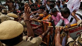"""印度全國抗議現暴力化趨勢 莫迪""""印度教民族主義""""遭批"""