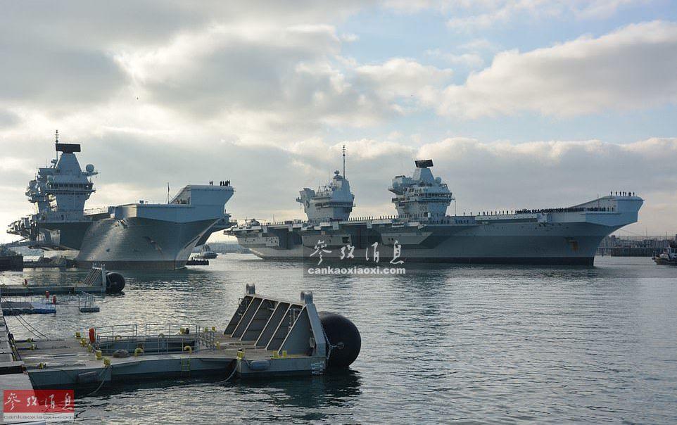 据英国海军官网报道,12月4日,英海军2艘伊丽莎白女王级航母于依次停泊至朴次茅斯海军基地码头,这是2艘女王级航母首次齐聚同一基地。图为2艘女王级航母首度同框。44