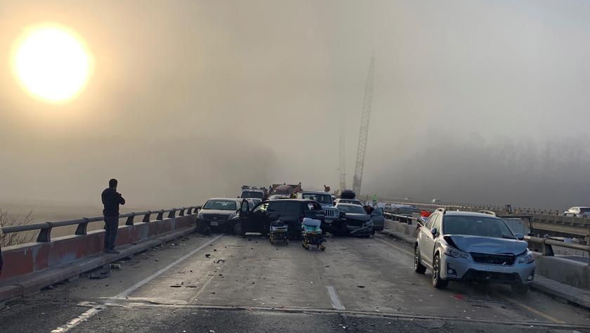 美国弗吉尼亚州69车连环追尾 51人受伤