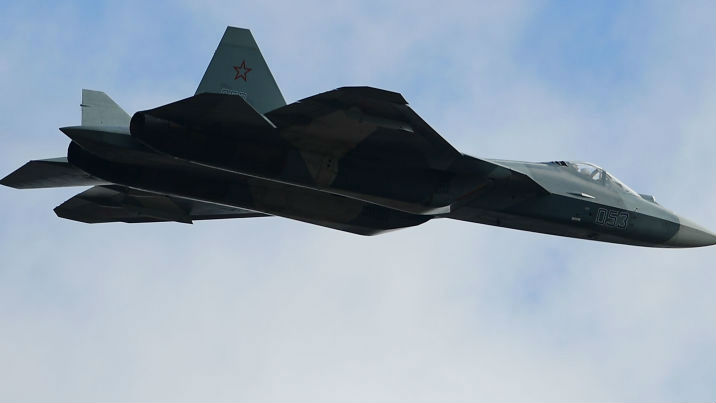 俄一架苏-57战机试飞时坠毁 飞行员弹射逃生