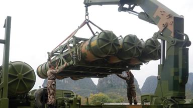 吊装导弹!某防空导弹旅开展野战训练